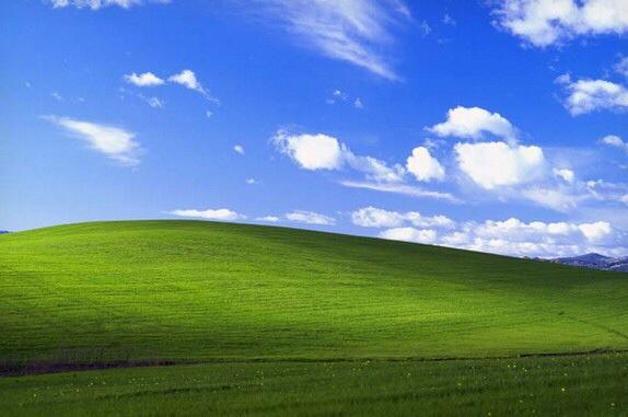 蓝天白云绿草地壁纸:Windows XP退役带不走的经典-完美源码
